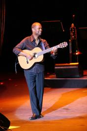 EarlKlughSep15WeiLiao5 The 2011 Weekend of Jazz with Earl Klugh set for April 8 9, 2011